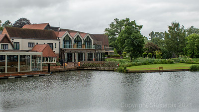 The Swan at Streatley sporting its new pontoon