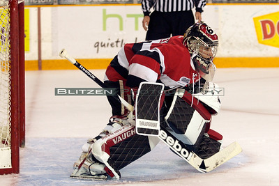 Petr Mrazek sporting new gear (pads and gloves).