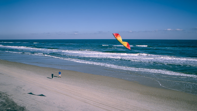OBX 1997 - Robert flying his kite with Mercedes