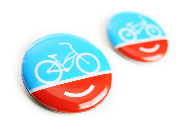 01/03/2012 - Pin buttons from www.peopleforbikes.org