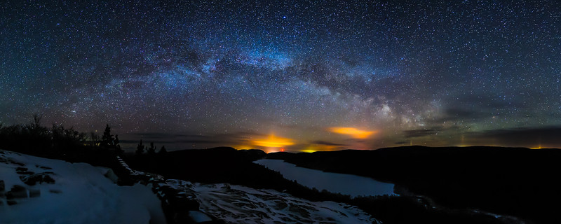 Milky Way over frozen Lake of the Clouds 01