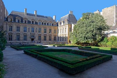 Hôtel de Sully, Marais, Paris (1)