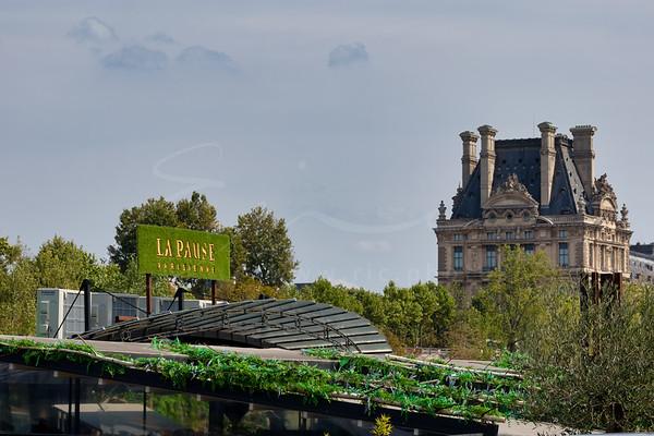 à côté du Louvre | next to the Louvre Museum