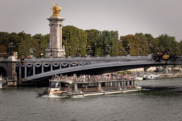 le pont Alexandre III et les touristes