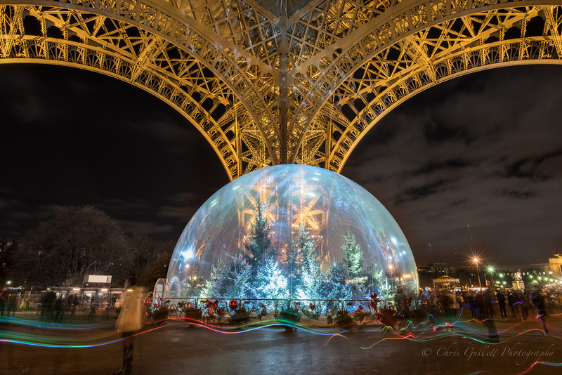 Eiffel Tower's Snowglobe