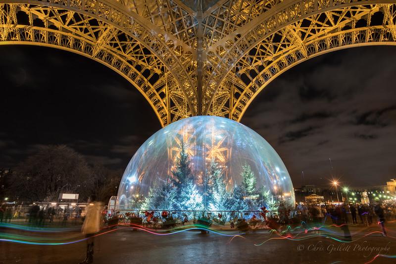 Eiffel Tower's Snowglobe