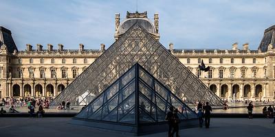 """""""Jeu de pyramides"""" - Le Louvre - Paris - France"""