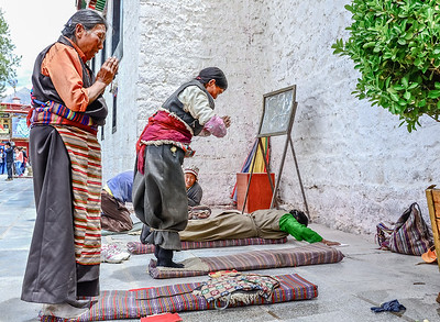 Prostrating in Tibet