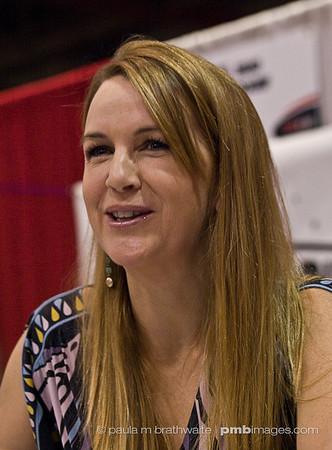 Renée O'Connor at 2008 Toronto Fan Expo