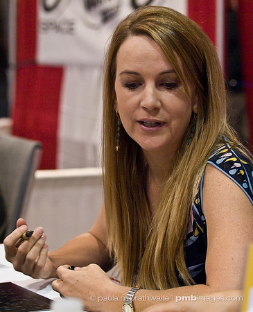 Renée O'Connor at 2008 Toronto Fan Expo
