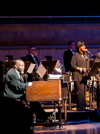 Ms. Aretha Franklin's organist and back-up singers -- performing in Toronto. ~ April 12, 2013