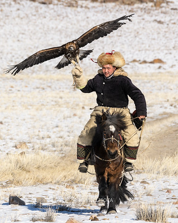 Soldat rides with his golden eagle