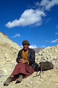 Pilgrimage / A monk traveling from eastern Tibet to Lhasa / Kham, Tibet