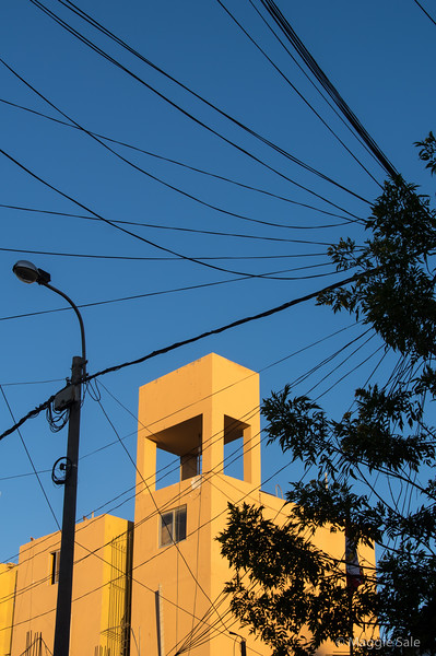 More wires and a modern building in Nazca