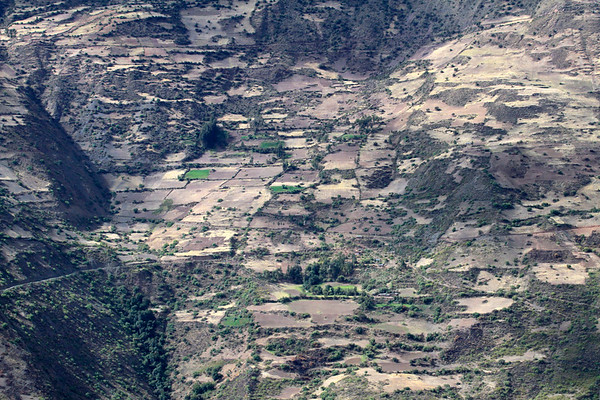 From Mantacra village - across the Mantaro Valley - to the mostly sunlit cultivated fields along the opposite slope - Huancavelica department.