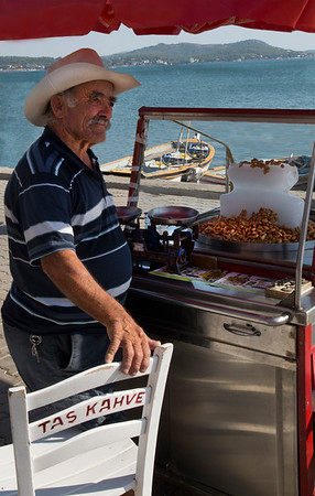 Almond Seller-Cunda