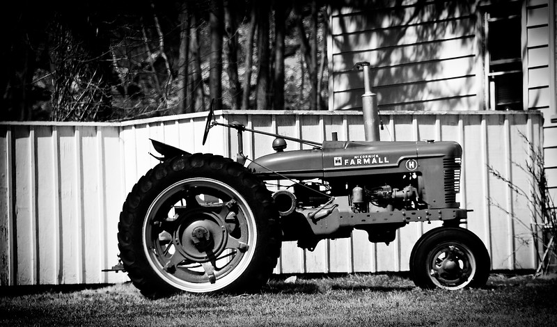Added 3/20/09 - Old Tractor on some one's front lawn