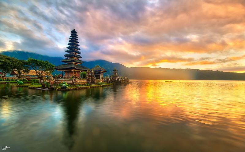 #4 - Bali Lake Temple