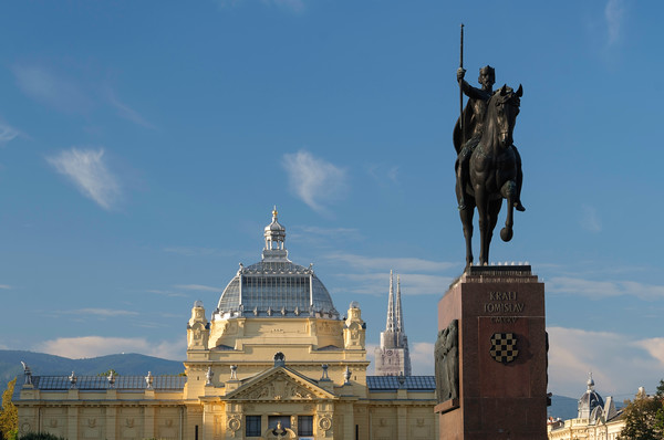Statue of Croatian King Tomislav, Art Pavilion and Zagreb Cathedral. Croatia