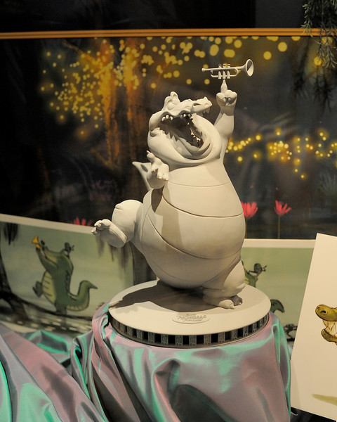 Walt Disney World 1/ 125s, at f/4 || E.Comp:-2 / 6 || 50mm || WB: AUTO 0. || ISO: 3200 || Tone:  || Sharp:  || Camera: NIKON D700on: 2010:01:03 16:56:50