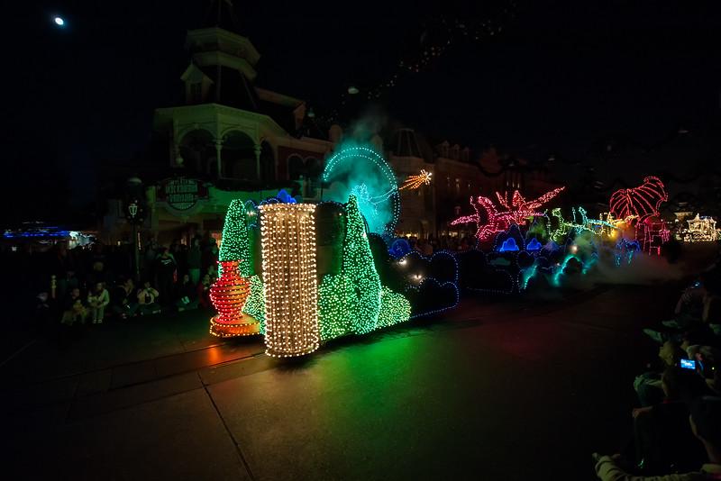 Walt Disney World 1/ 60s, at f/2.8    E.Comp:0    15mm    WB: AUTO 0.    ISO: 1600    Tone:     Sharp:     Camera: NIKON D700on: 2010:01:01 22:23:08