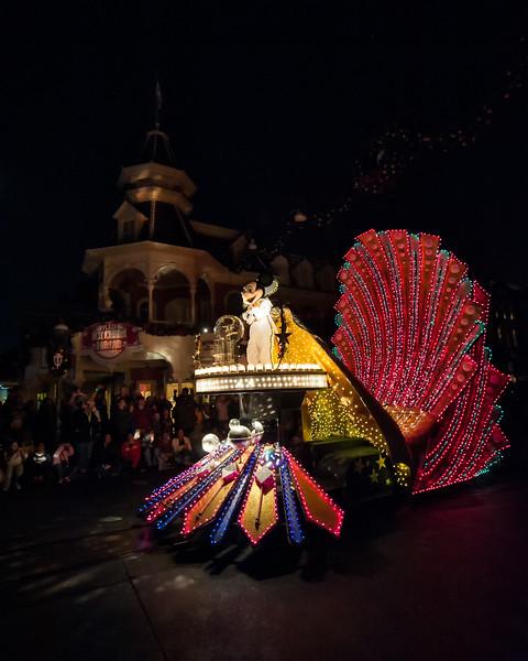 Walt Disney World 1/ 60s, at f/4 || E.Comp:0 || 16mm || WB: AUTO 0. || ISO: 1600 || Tone:  || Sharp:  || Camera: NIKON D700on: 2010:01:01 22:11:25