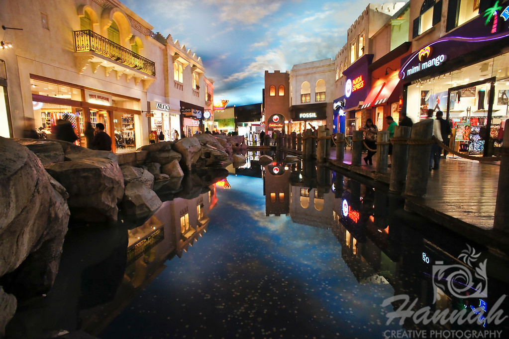 Inside the Miracle Mile Shops at Planet Hollywood in Las Vegas, Nevada.    © Copyright Hannah Pastrana Prieto