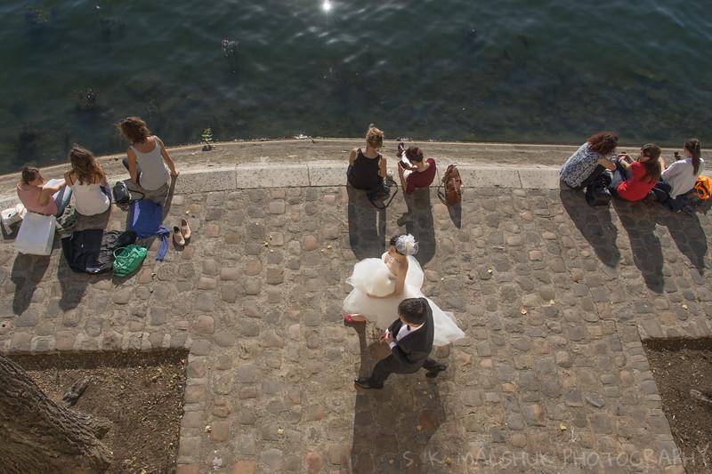 A Seine Wedding couple