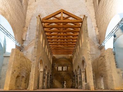 le modèle dans St-Pierre-aux-Nonnains - le plus ancien bâtiment d'église encore existant en France