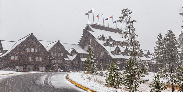 Old Faithful Inn - Snow!