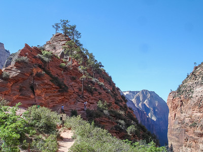 After Walter's Wiggles, we came to this gorgeous area. Had some lunch, crackers granola bars and fruit. Looking ahead is Angels Landing. We opted to not do that. Knew we had to hike down. It's spectacular.