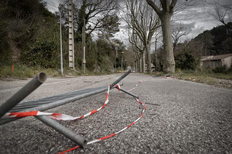 une rue abandonnée | a deserted street