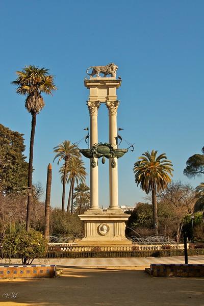 Statue dedicated to Columbus.