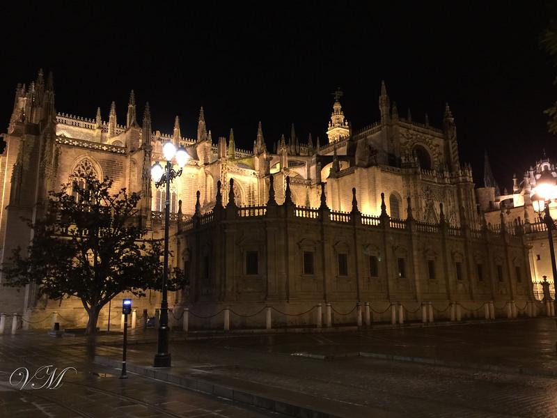 The Sevilla cathedral at night.