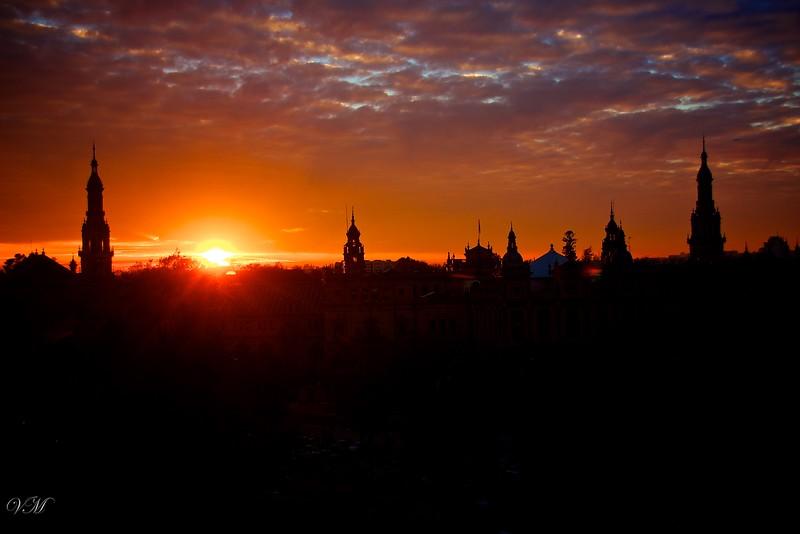 Sun set at the Plaza de España.
