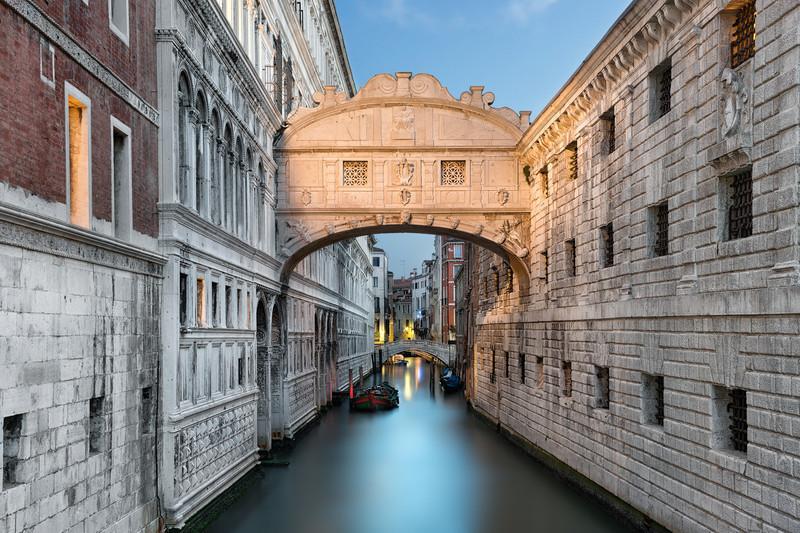 Ponte dei Sospiri    Venice Italy