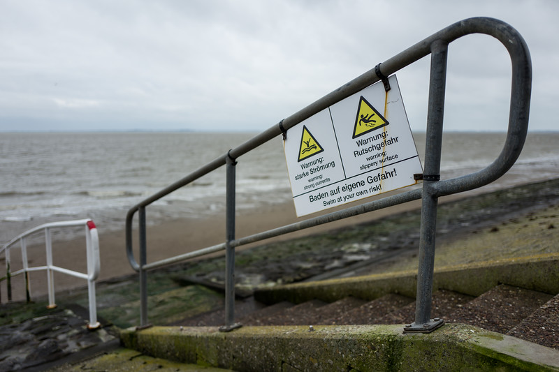Warning sign at the north coast in Wilhelmshaven