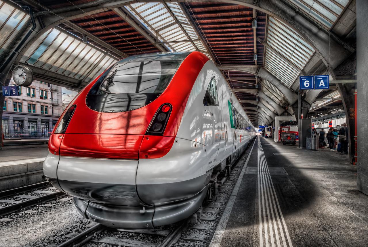 Departure from platform 6 A in Zurich