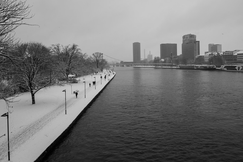 The Frankfurt Main on a snowy day
