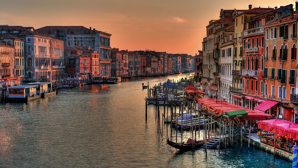 Rialto Bridge at Golden Hour | Venice