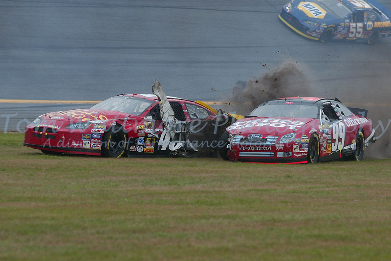 Kyle Petty and Carl Edwards tangle at Daytona.