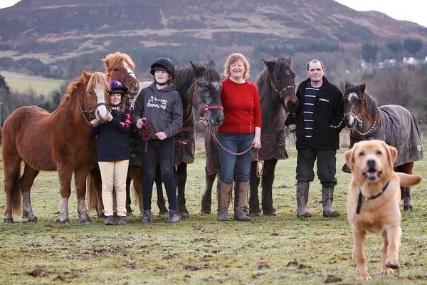 Jenni, Ian, Kids, ponies and dog! 14-02-07 1723