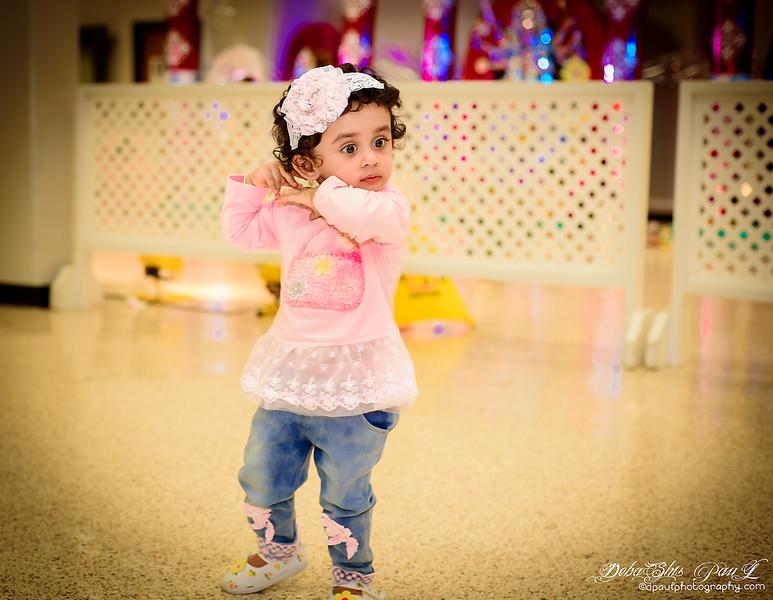 Pihu busy with her dance steps ... ঢাকের তালে কোমর দোলে খুশীতে নাচে মন, আজ বাজা কাঁসর জমা আসর থাকবে মা আর কতক্ষন। বল দূর্গা মায় কি জয় ...