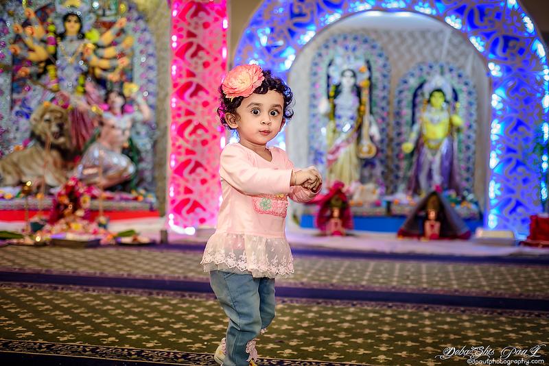 Pihu busy with her dance steps ... ও-ও -ও আয় রে ছুটে আয় পুজোর গন্ধ এসেছে। ও-ও -ও আয় রে ছুটে আয় পুজোর গন্ধ এসেছে। ঢ্যাম্ কুড়কুড়, ঢ্যাম্ কুড়াকুড় বাদ্যি বেজেছে।