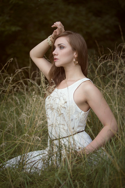 Photographer: Alexandra Brumley Model: Beth Beck Clothes: Apricot Lane Louisville