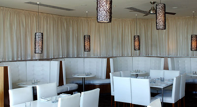 19 JUL 2006 TOWNSVILLE, QLD - Restaurant review at Watermark on Townsville's Strand - PHOTO: CAMERON LAIRD