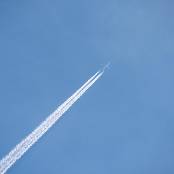 - Big ol' jet airliner