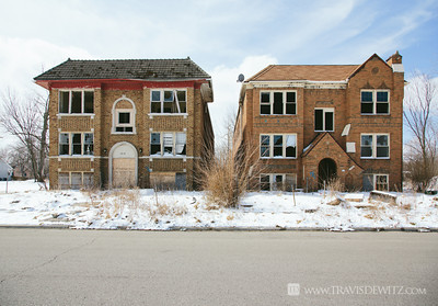 detroit_pair_of_similar_brick_homes_satellite_dish
