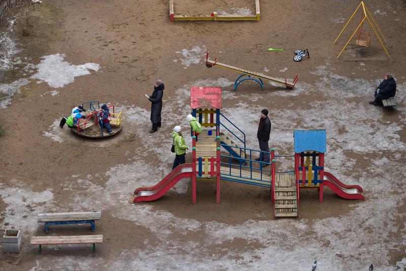 Детская площадка. Весна