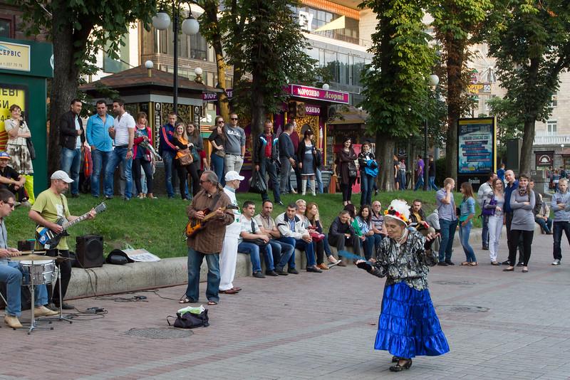 Street performance in Kiev